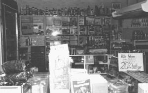 Blick in den Laden der Bäckerei - Spezerei, Kleie und Futtermehl-Handlung beim Ausverkauf im Jahre 1977 - Foto: Privatbesitz Fischer