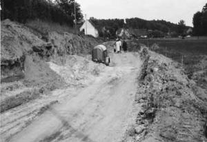 Bau der Dietersdorfer Straße 1954 Blickrichtung von Westen - Foto: Privatbesitz Babette Lösel