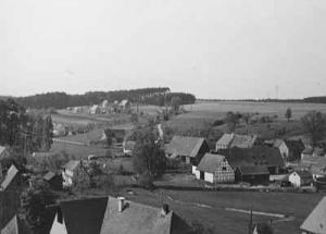Dorfansicht um 1950, Blick Richtung Hirschenzaun - Foto: Privatbesitz Babette Lösel