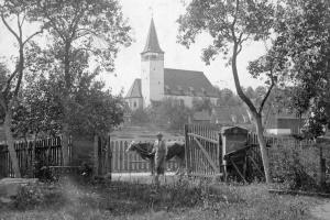 Blick auf die Georgskirche von Pfarrers Garten um 1925 - Privatbesitz: Anneliese Eisenmann