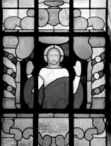 Glasfenster mit segnendem Christus. Inschrift: Gestiftet von Georg Sommer, Bürgermeister Mühlhof u. seiner Ehefrau Babette, geb. Rosenbauer - Foto: K. Waldmüller