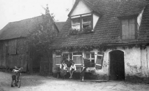 Haus Nr. 1 in Dietersdorf um 1900 - Foto: Privatbesitz Anneliese Eisenmann