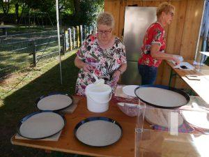 Weinfest Dietersdorf 2018 - Zubereitung frischer Flammkuchen 1