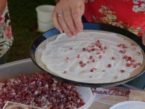 Weinfest Dietersdorf 2018 - Zubereitung frischer Flammkuchen 3
