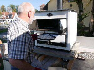Weinfest Dietersdorf 2018 - Zubereitung frischer Flammkuchen 5
