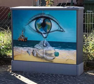 Mitten in Dietersdorf: Kunst und Tränen auf dem Stromkasten