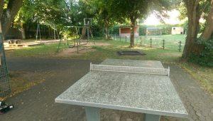 27.07.2018 - Spielplatz Dietersdorf (RPS) - Eingangsbereich Tischtennisplatte