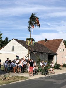 06.07.2019 - Kärwa Dietersdorf (Jochen Steffan) - Kinderbaum steht